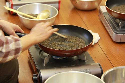えごまの乾煎り
